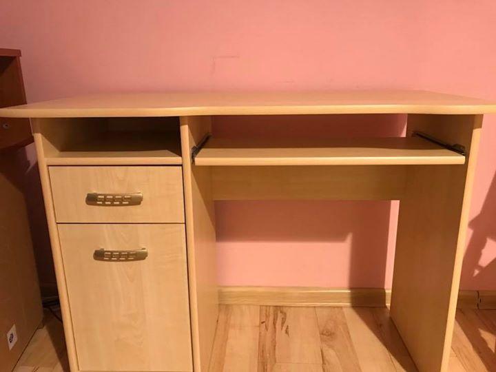 biurko 80zł – Puławy Biurko używane pół roku. Polecam. Długość 100cm, szerokość 49cm