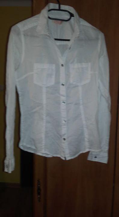 Koszule 12zł – Puławy Sprzedam koszule, cena za sztukę 12 zł. Koszule stan idealny,…