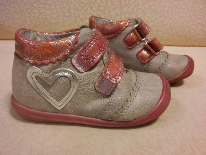 Buty dziewczęce rozmiar 21 KORNECKI 35zł – Puławy Witam. Sprzedam buty firmy KORNECKI rozmiar…