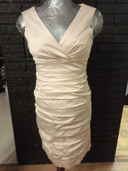 Sukienka Xl 20zł – Puławy Sprzedam sukienke w kolorze ecru. Sukienka fajnie przykrywa niedoskonalosci…