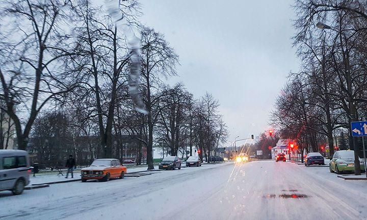️ Uwaga, trudne warunki na drogach. Jest bardzo ślisko