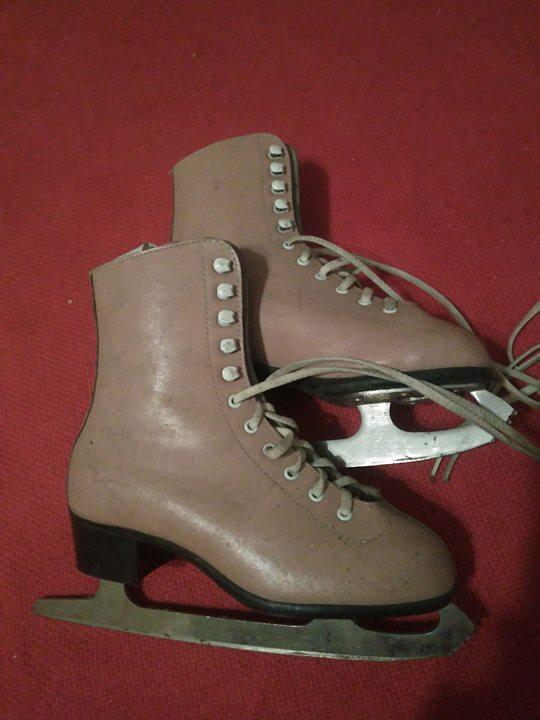 Łyżwy figurowe 25zł – Puławy Sprzedam łyżwy figurowe, nie używane. Rozmiar 20(31) cena 25zl.…