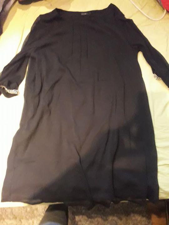 Sprzedam nową sukienkę rozmiar 50. Cena 70 zl