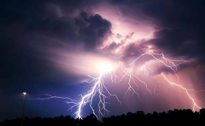 Burze z gradem stopień: 2 Przebieg: Prognozuje się wystąpienie burz z opadami deszczu miejscami…