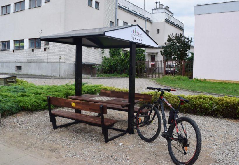 Od dzisiaj na Placu Chopina można korzystać z pierwszej ławki solarnej. Posiada ona autonomiczny…