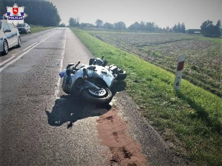 MOTOCYKLISTA BEZ UPRAWNIEŃ DO KIEROWANIA Do zdarzenia doszło r na prostym odcinku drogi wojewódzkiej…