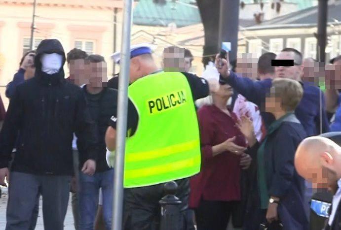 [Z REGIONU] ZARZUTY DLA MĘŻCZYZNY, KTÓRY ZAATAKOWAŁ POLICJANTA GAZEM PODCZAS ZABEZPIECZENIA MARSZU RÓWNOŚCI Do…
