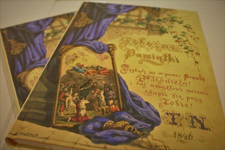 """️ Sztambuch Puławski """"Pobożne pamiątki"""" to przepiękny pamiętnik/notatnik z puławskim akcentem – idealny dla…"""