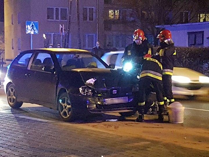 Godz. 19:55 Na ul. Wróblewskiego doszło do zdarzenia drogowego z udziałem dwóch samochodów osobowych.…