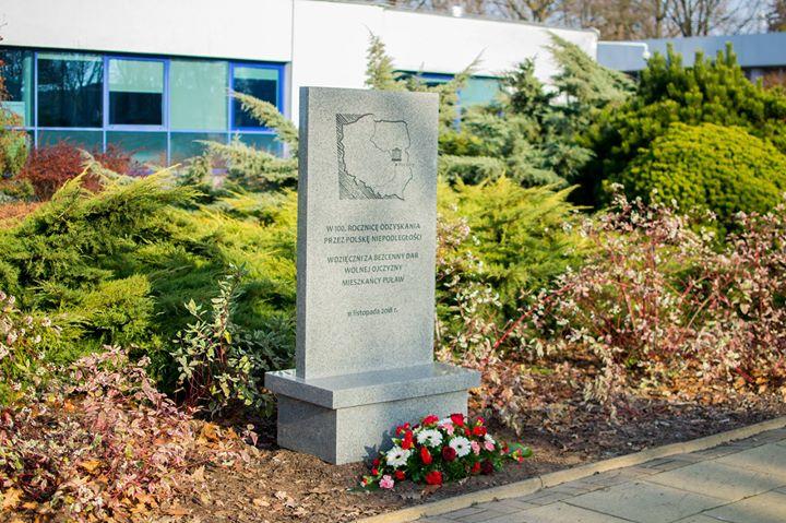 🇵🇱️Podczas sobotniej Uroczystej Sesji Rady Miasta Puławy, przed budynkiem urzędu odsłonięto tablicę poświęconą 100-leciu…