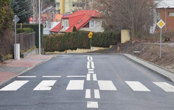 Od piątku ulica Filtrowa jest już w pełni przejezdna dla samochodów. Jezdnia na całej…