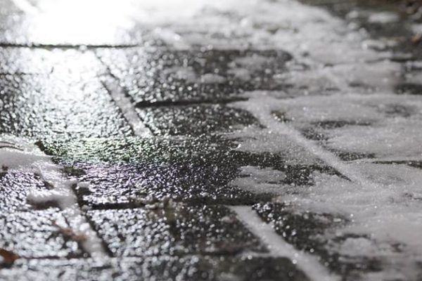 OSTRZEŻENIE METEOROLOGICZNE Oblodzenie, stopień: 1 Prawdopodobieństwo: 80% Przebieg: Prognozuje się zamarzanie mokrej nawierzchni dróg…