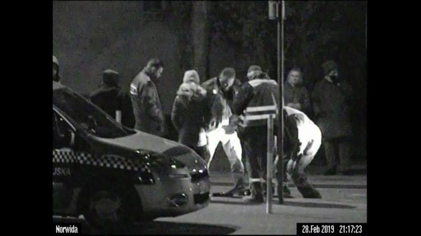 """W ubiegłym tygodniu przy ulicy Norwida odbyła się """"akcja"""" uwolnienia uwięzionej z studzience kawki.…"""
