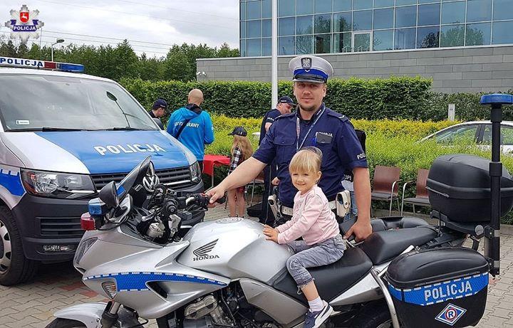 POLICJANCI NA DZIEŃ DZIECKA Na terenie Puławskiego Parku Naukowo – Technologicznego w Puławach odbył…