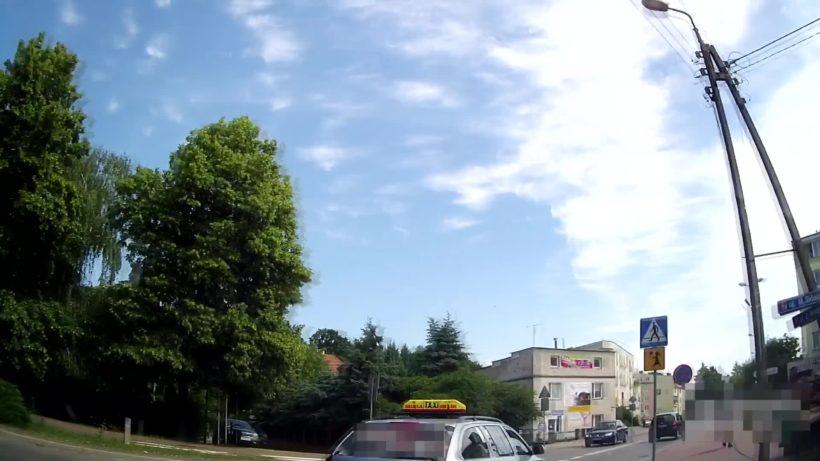 Film od Czytelnika. Według relacji Autora filmu taksówką kierował mężczyzna w wieku 60+. W…