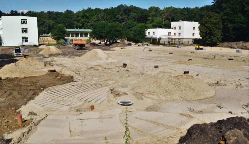 """️Trwa realizacja projektu """"Budowa boisk wielofunkcyjnych przy Szkole Podstawowej Nr 6 w Puławach"""". 🧱Budowa…"""