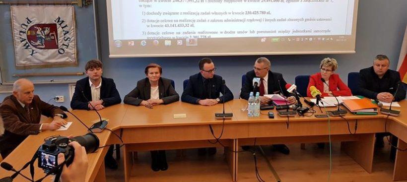 W środę 15 listopada Prezydent Miasta Puławy, Janusz Grobel, Skarbnik Miasta Puławy, Elżbieta Grzęda…