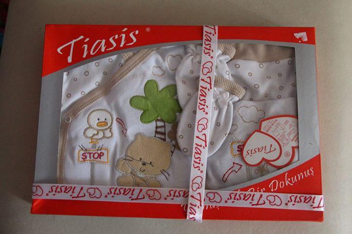 sprzedam 2 zestawy prezentowe- ubranka niemowlęce 5 częsciowy zestaw 0-4 mie. odbiór Puławys. 25zł…