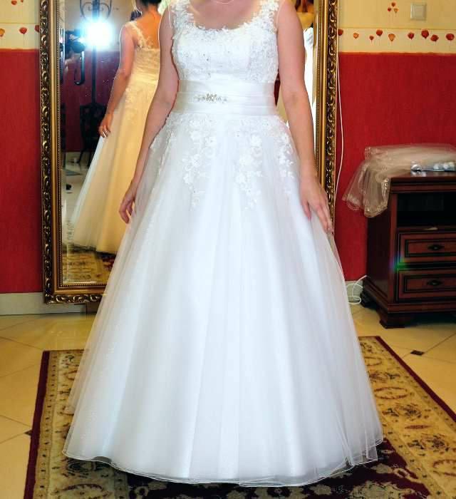 Suknia ślubna 500zł – Puławy Oferuję piękną, białą suknię ślubną w bardzo dobrym stanie.…