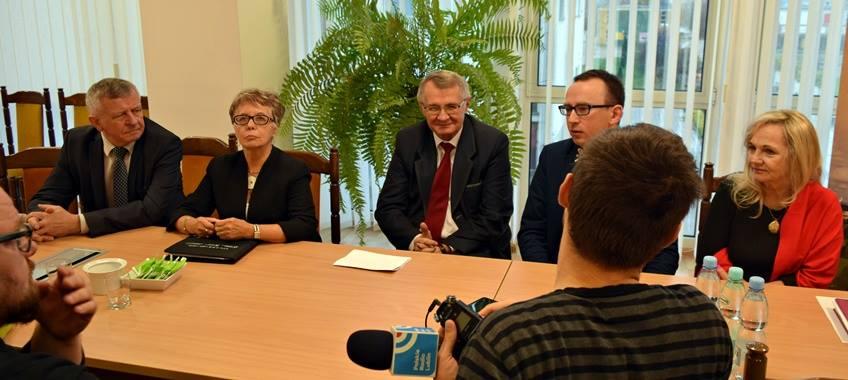 Dziś w Urzędzie Miasta Puławy odbyła się konferencja prasowa dot. akcje podjęte przez Miasto …