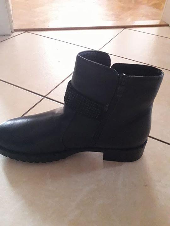 Buty 50zł – Puławy Sprzedam botki czarne ocieplane. Nie uzywane tylko przymierzone. Roz. 41,…