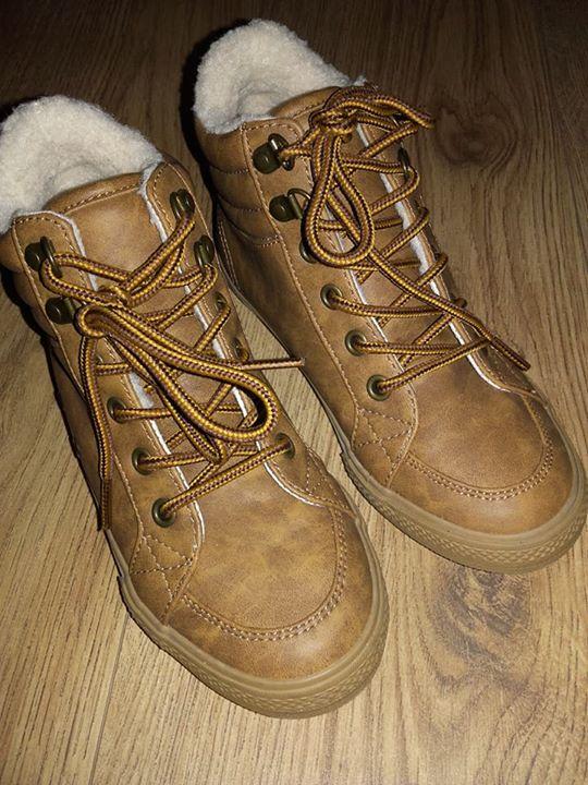 Sprzedam buty zimowe 50zł – Puławy Sprzedam buty, ciepłe i wygodne dla chłopca ,…