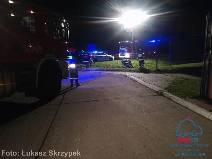 Godz. 22:20 Dachowanie samochodu w m. Góra Puławska. Jedna osoba zakleszczona w pojeździe. Na…