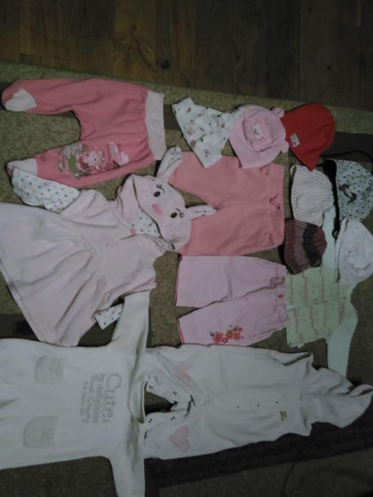 Ubranka 2zł – Puławy Sprzedam ubranka 0-3 czapeczki 0-6 mięs ubranka 1zl czapki 1-3zl