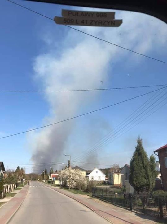 Pożar nieużytków w gm. Baranów, w m. Dębczyna. Żywioł objął oszara 200 ha. Do…