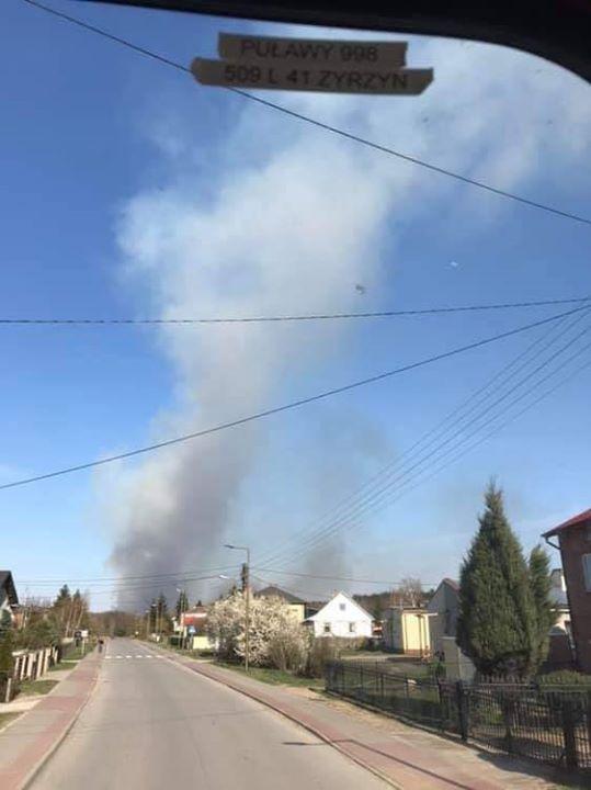 Pożar nieużytków w gm. Baranów, w m. Dębczyna. Żywioł objął obszar 200 ha. Do…