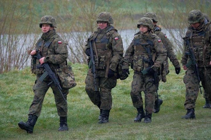 Szkolenie żołnierzy Wojsk Obrony Terytorialnej w Wólce Gołębskiej, Borowej i Skokach 15 i 16…
