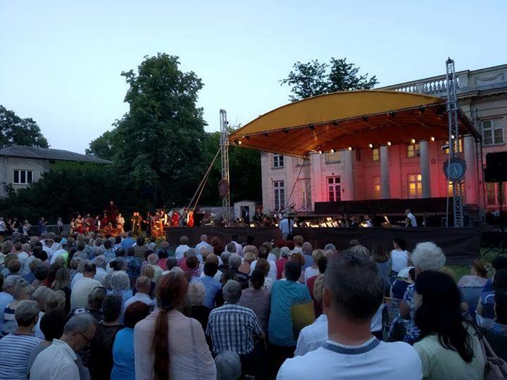 Zapraszamy na Dziedziniec PaÅ'acu Marynki, gdzie wÅ'aÅ›nie rozpoczęło siÄ™ wyjÄ…tkowe widowisko operowe – Straszny…